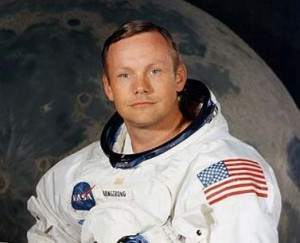 Почина първият човек, стъпил на Луната – Нийл Армстронг (видео)