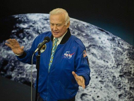 Армстронг: Дадено ни беше да разберем, че Луната е заета