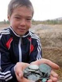 Седмокласник откри съкровище от древни монети