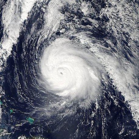 """Ураганът """"Гонсало"""" наближава Великобритания, ще достигне и България"""