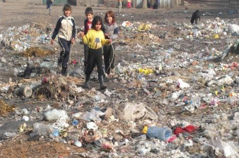 Терзанията на циганина: Да измия тези деца или да направя нови?