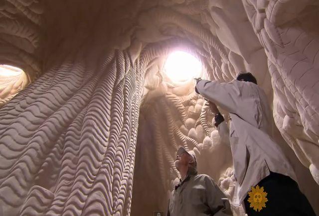 Зашеметяващо красиви произведения на изкуството под земята (видео)
