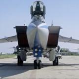 Норвежки изтребител F-16 на косъм от сблъсък с руски МиГ (видео)