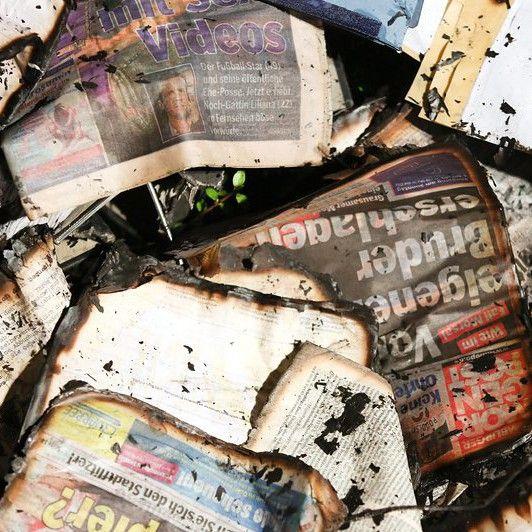 """Подпалиха вестник, препечатал карикатурите на """"Шарли ебдо"""""""