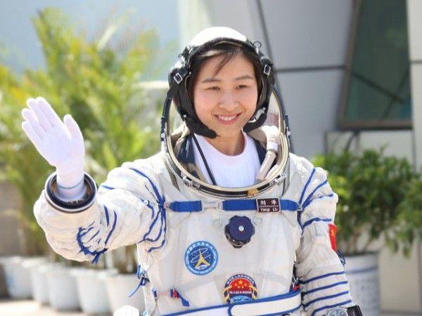 Китай започна подготовка за Космоса на първата жена тайконавт