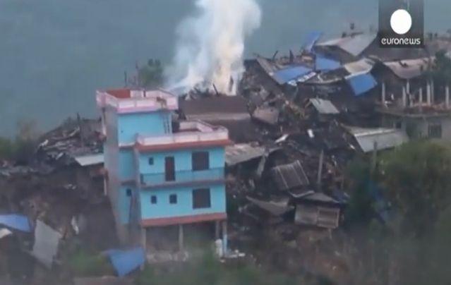 Над 4000 са жетвите от земетресението в Непал, оцелелите гладуват (видео)