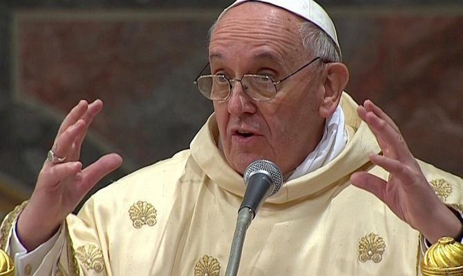 Папа Франциск: Великите сили говорят за мир, а продават оръжие под масата