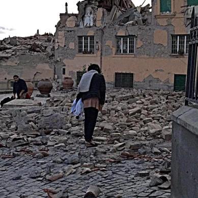 Силно земетресение взе жертви, затри половин град в Италия