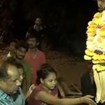 Вярващи щурмуват село заради чудо с потекла от нозете на Исус вода (видео)