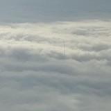 Загадъчна гигантска антена стърчи над облаците (снимки)