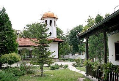 Отиде си уважаваният от жителите на Ново село свещеник Руси (снимки)