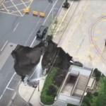 Огромно срутване погълна автомобил и дърво в Източен Китай (видео)