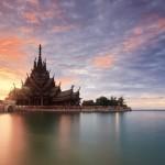 Милионер издигна 105-метров храм на Истината (снимки)