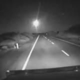 Ярък метеорит зрелищно прелетя над Австралия (видео)