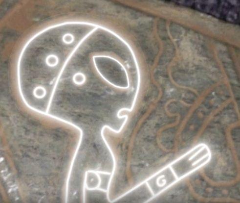 Древни изображения на извънземни, гравирани върху камъни, откриха в Мексико (снимки)
