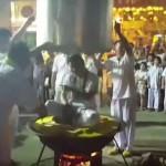 Лидер на секта се свари в котел, докато доказва своята неуязвимост (видео)