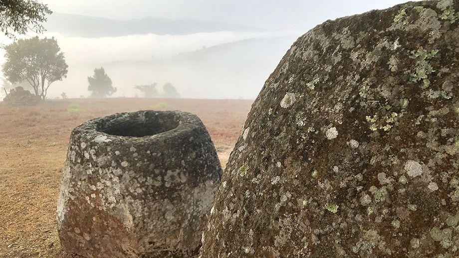 Археолози откриха загадъчни каменни делви в Лаос (снимки)