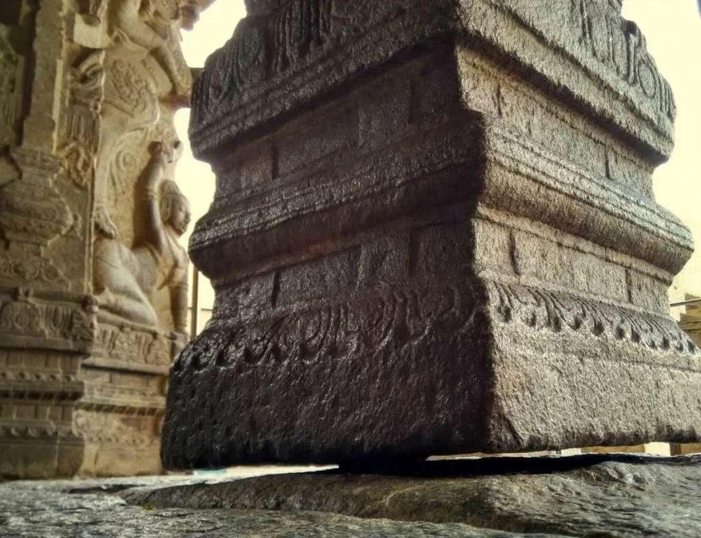Древните са владеели антигравитацията: Реещата се 100-тонна колона в Индия (снимки, видео)