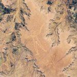 Спори се кой е нарисувал гигантския геоглиф на мъж в Австралия