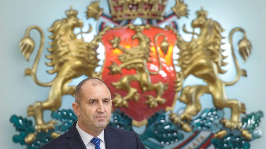 Президентът Радев: Снемам доверието си от правителството