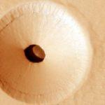 НАСА засне на Марс голям вход на загадъчна пещера върху склона на вулкан