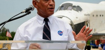 Charles_Bolden_speaks_at_STS-135_wheels_stop_event