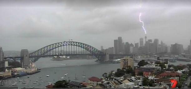 Само за час 6 хиляди мълнии паднаха в Сидни – Австралия