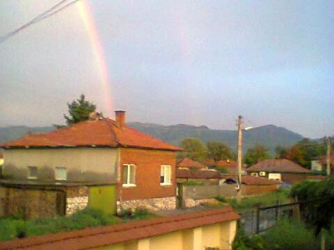 Щедър дъжд и прекрасна дъга над Тракия след жегата