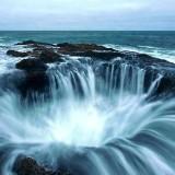 Гигантска дупка на брега на САЩ. Къде изтича Тихи океан? (видео)